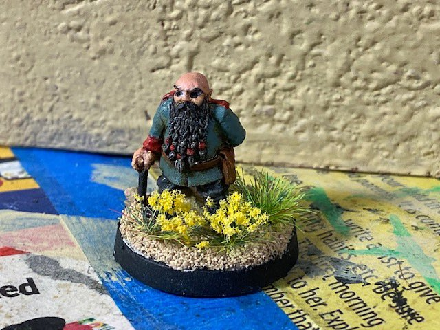 General Folger Sandstrom, leader of the Gnomish Space Marines.  Now it's time to paint up some subordinates.   Also a preacher from the @brigadegames post-apocalyptic line.  #40k #40kSquats #paintingminiatures #miniaturepainting #wepaintminis   https://t.co/3zlW6EIklP https://t.co/gD0uFOLclt