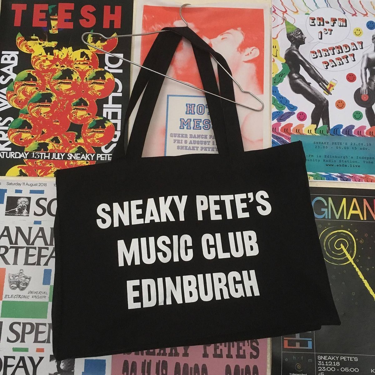 The awesome @sneakypetesclub have released these massive 'shopper tote bags', with all profits going to their staff. What a great initiative, not only to #saveourvenues but also to save their ever so important staff! If you can help out, visit https://t.co/86dPOIrczs now ✊ https://t.co/aMtEKcZrwc