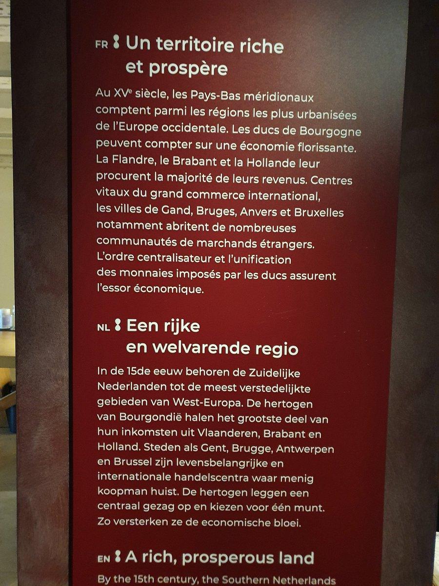 Pendant l'heure du midi ... la Librairie de Bourgogne @kbrbe. Impressionnant! #BibliothèqueRoyale #Bruxelles #museum #KoninklijkeBibliotheek https://t.co/do7Pc0Jzqf