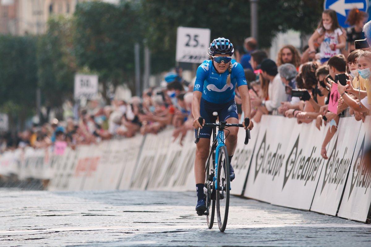 """🇮🇹 #GiroRosa: Triunfo de Elisa Longo Borghini (TFS) en el duro final de San Marco la Catola (et. 8), por delante de Van der Breggen (DLT), 2ª y nueva líder.  ¡Gran 4º puesto de @KatrineAalerud, a 1'07""""! @JekaaEric peleó en la potente fuga del día, cazada a 6 de meta. https://t.co/rSbHm4PHhz"""