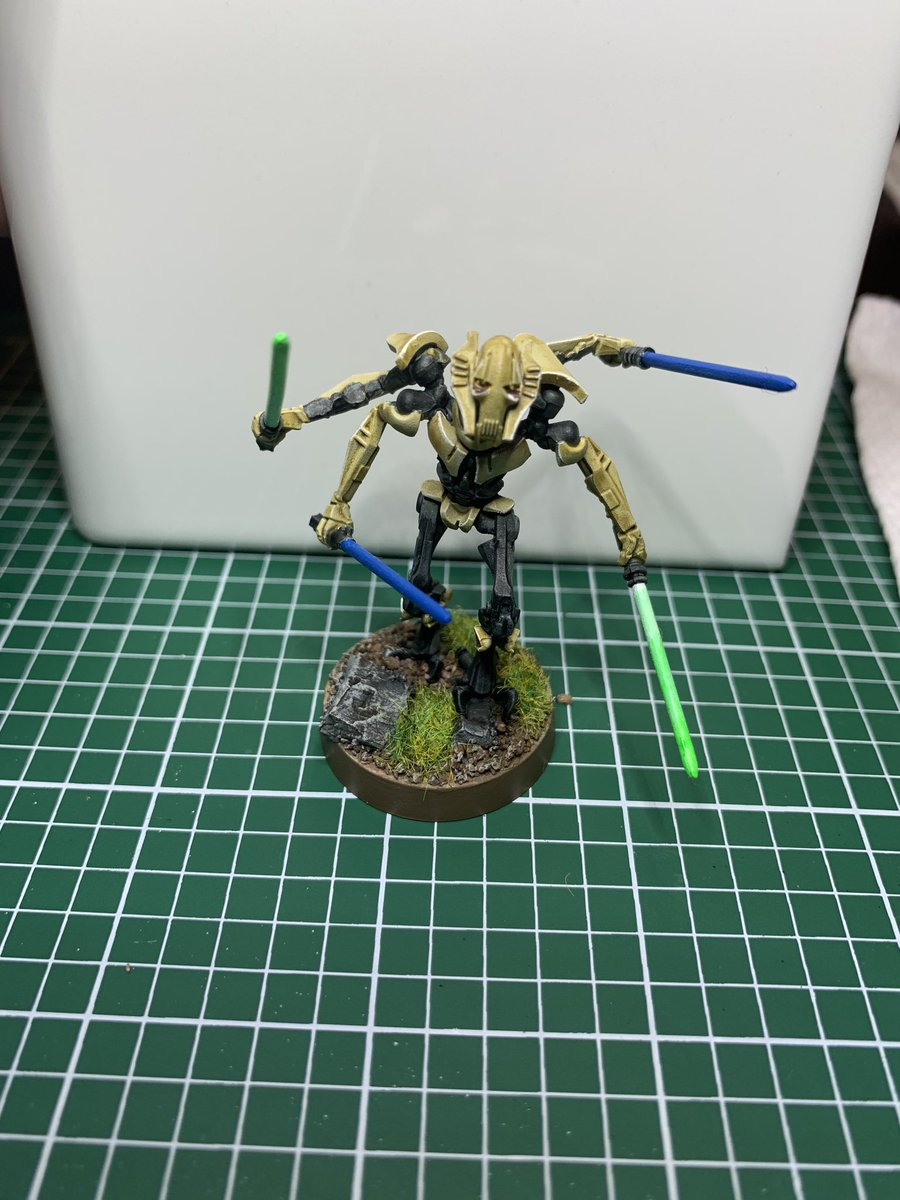 Done with Grievous! A little dark on the armor but pretty happy with him. https://t.co/oFCwm9NBth