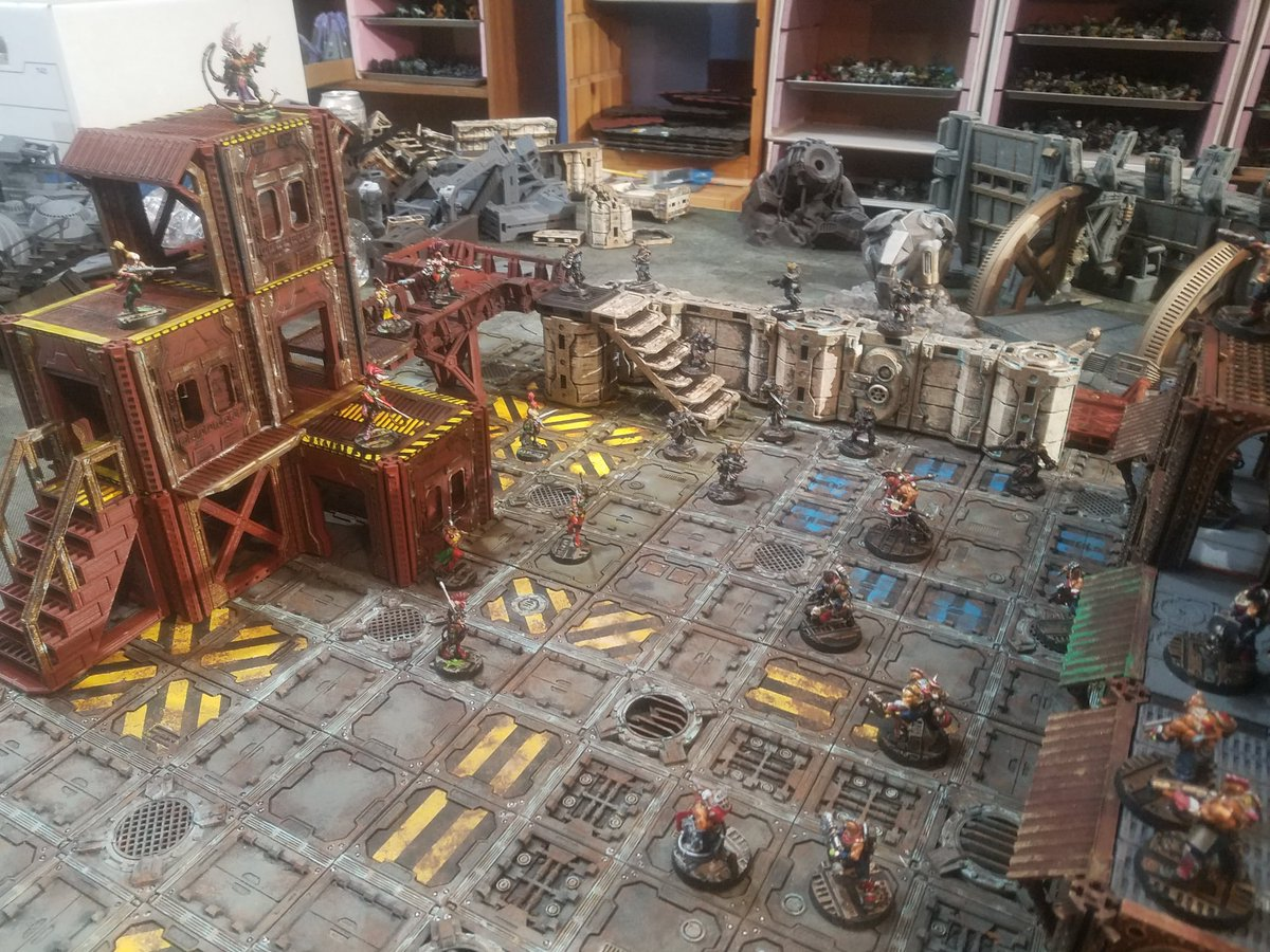 Spotted this on a #necromunda group. Pieces from the #isolationprotocol kickstarter mixed with #warlayer and #skraplandz along with Sector Fatalis pieces. Amazing stuff and all 3D printed. https://t.co/htZM25HwV6 #3dprint #warmongers #40k #terrain https://t.co/nWQd76wjEV