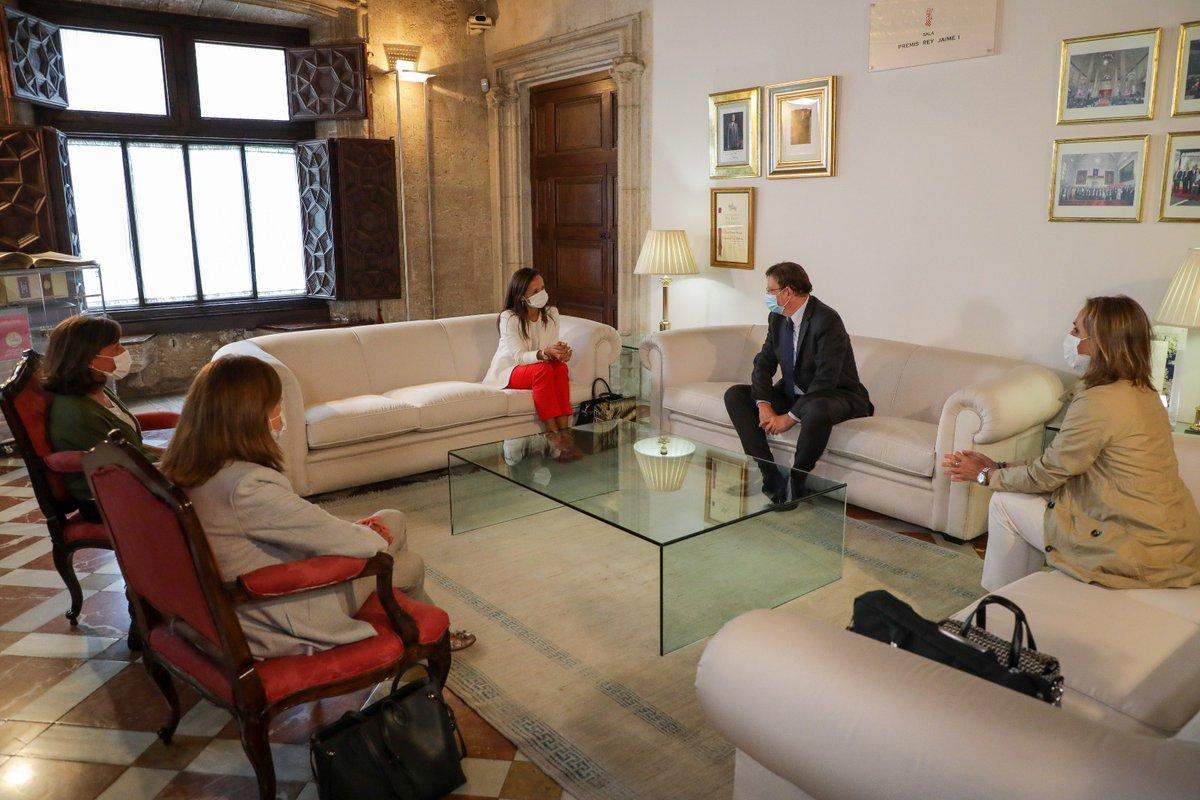 """""""Red Eléctrica apuesta por la Comunitat Valenciana"""". Así lo ha transmitido @BeatrizCorredor a @ximopuig, insistiendo en la necesidad de acelerar inversiones sostenibles en la región por un valor de 1⃣1⃣8⃣ millones en los próximos dos años.   🔗https://t.co/ypvnI3eFuo https://t.co/sdGJf7EVyd"""