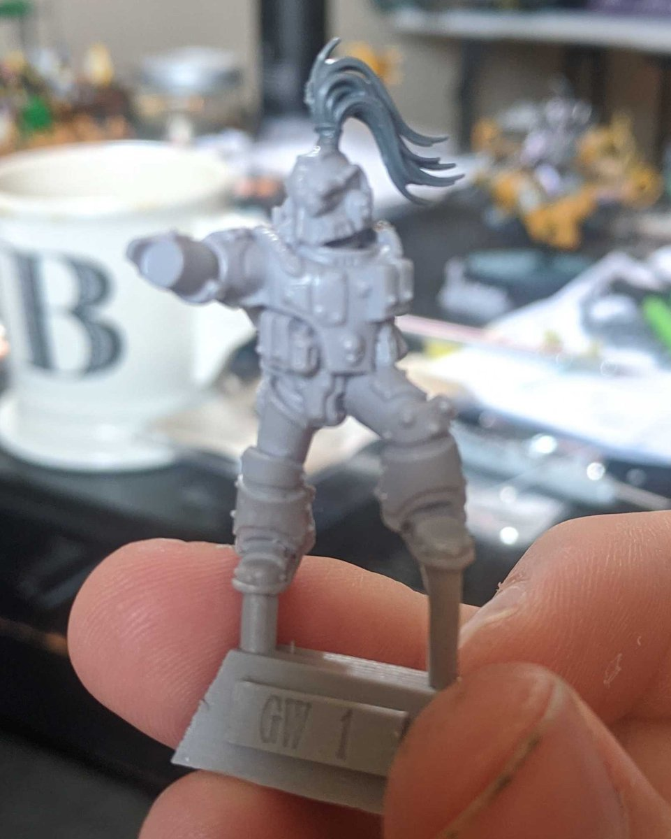 When you're sitting on a conference call and decide the Moritat on the desk next to you just isn't #WhiteScars enough: #WarhammerCommunity #HorusHeresy #ForgeWorld https://t.co/XarKPQInDp