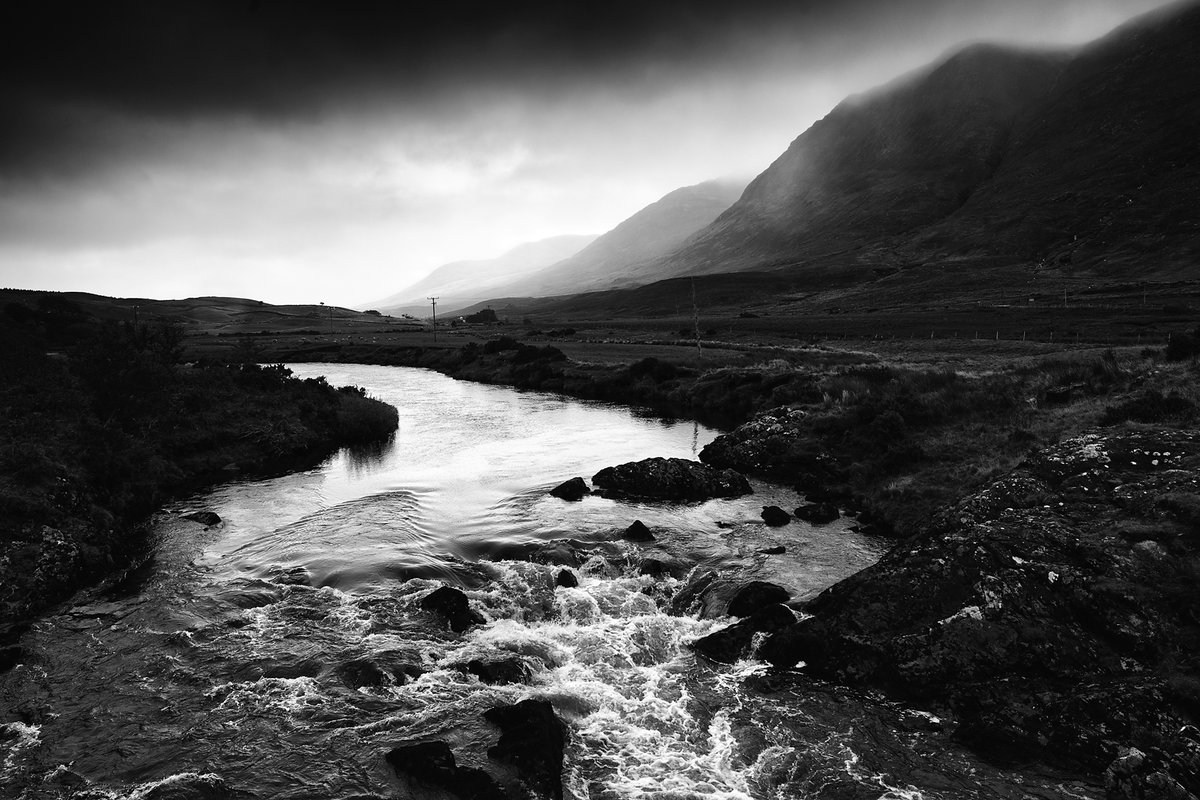 2 years ago I drove up a side road & found this location. I've shot it a few times since - mostly in colour. This #blackandwhite shot is my fav #mayo #ireland #blacknwhite #bnw #blackandwhitephotography #bnw_captures #monochrome #monochromatic #discoverireland https://t.co/KqXIufXGuj
