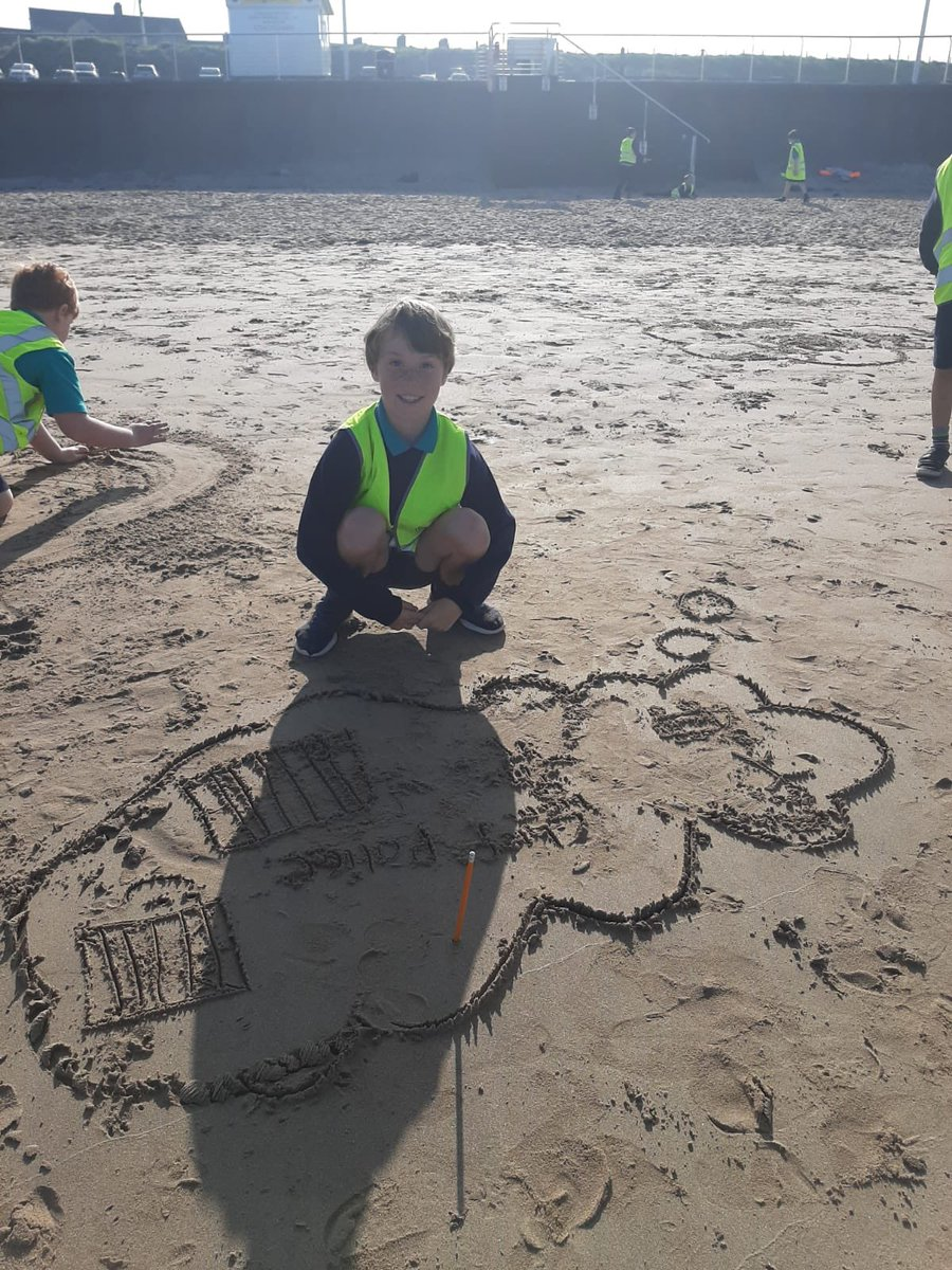 'Dreams in the sand' Y5 draw their dreams for the future & what a great canvas they have to use! @niciebelfast @CCEA_info @IEFNI @ILoveNorthCoast # https://t.co/S5UJEcI4GA