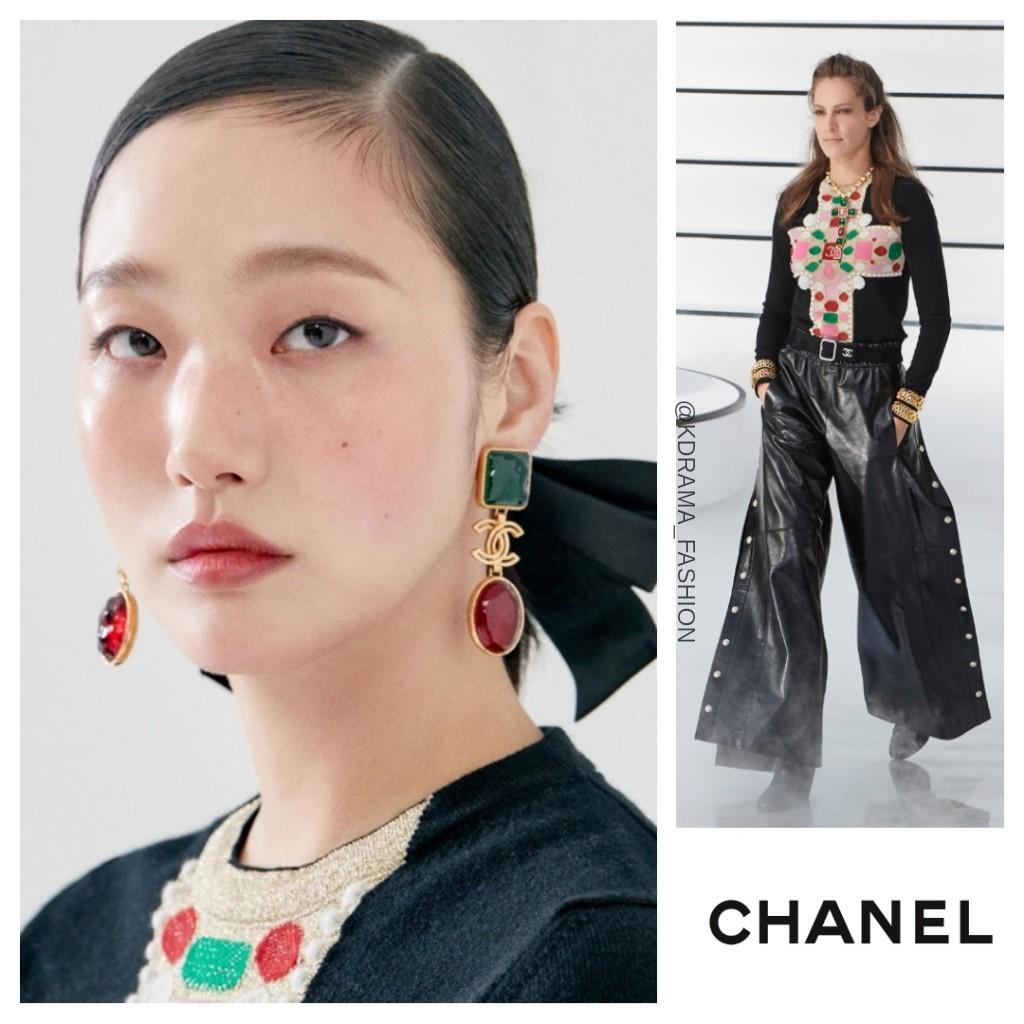 Kim Go-Eun in CHANEL Fall 2020 RTW Collection for MARIE CLAIRE KOREA October 2020 Issue. #kimgoeun #김고은 #샤넬 #CHANEL #kimgoeunfashion #kimgoeunstyle #kdrama_fashion_kimgoeun #kimgoeun_chanel #마리끌레르코리아 #MARIECLAIREKOREA https://t.co/IGxNMYnuw0