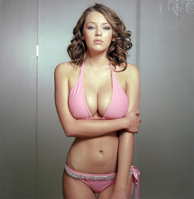 A very happy birthday to the legend that is Keeley Hazell, who turns 34 today!