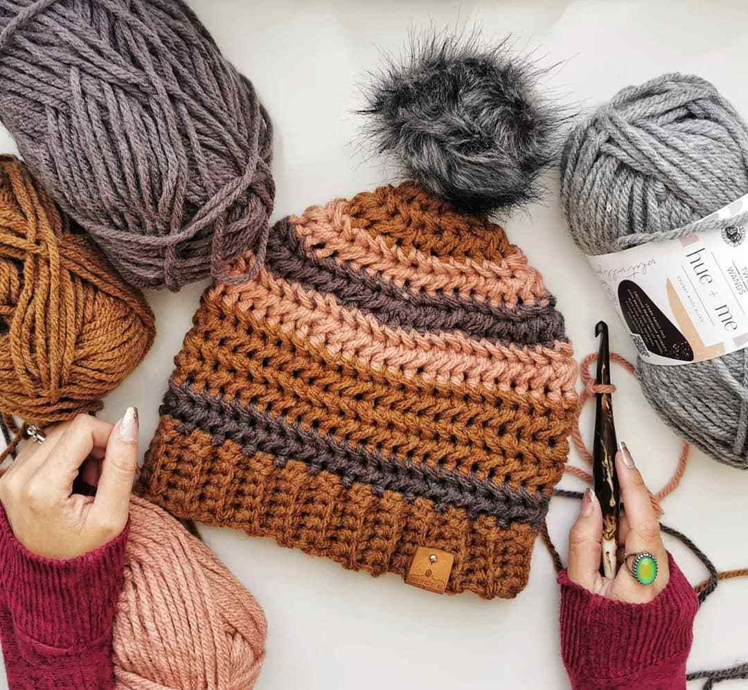 A brand new (and free) Autumn Herringbone Hat pattern was just released by CoCo Crochet Lee using #HueAndMe Yarn! @TwoOfWandsKnits  https://t.co/BHneqTrzlg https://t.co/zSdRhqEUoC