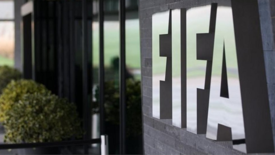 BREAKING   @FIFAcom Congress approves change of eligibility rules, meaning players who have played one official match for one country can switch to another (as long as match did not come in major championship, such as WC)  Good news for many out there, esp Munir El Haddadi. https://t.co/2msnzBZgMc