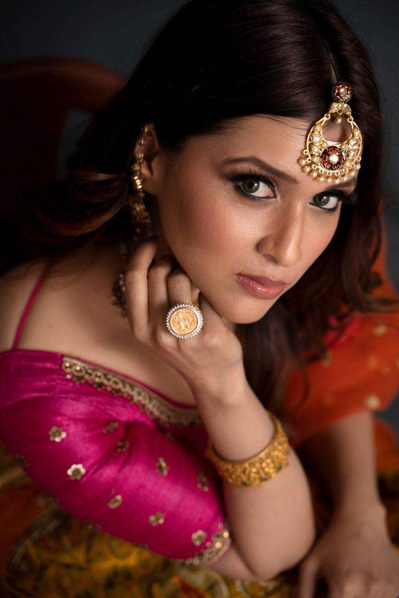 Pretty & Gorgeous Actress  #MannaraChopra Latest Stills  @memannara ❤️  @RIAZtheboss  @V4umedia_ https://t.co/HPWbMklefy
