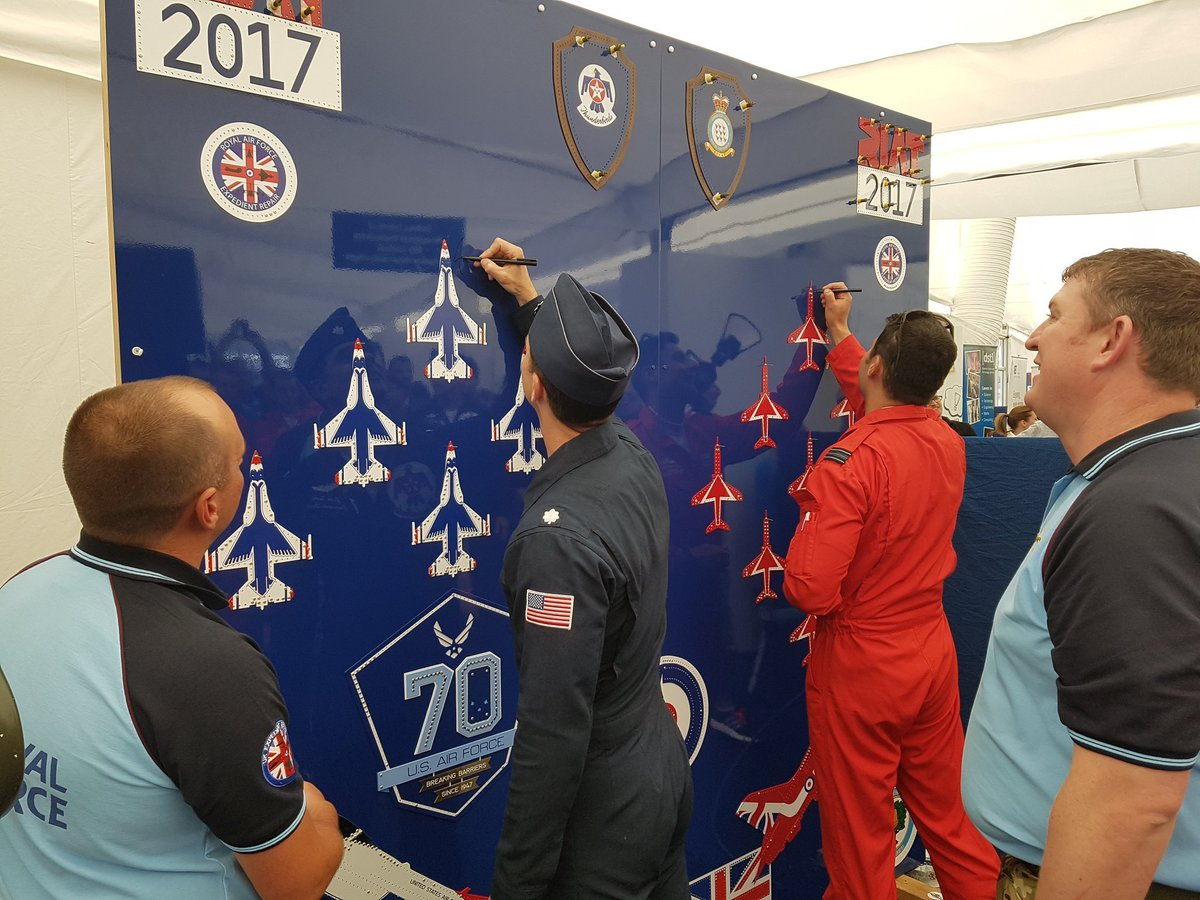 🎂 Happy 7⃣3⃣rd birthday to the @USAirForce!  🇺🇸 and 🇬🇧 pilots work more closely than those of any other countries, and for the USAF 70th, the @rafredarrows even joined the @AFThunderbirds for a joint flypast at @airtattoo! ⬇️ #USAF73 https://t.co/PGToU82RcO