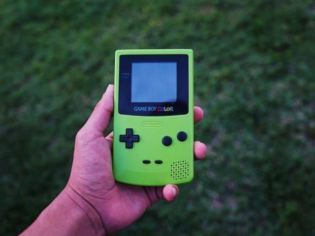【話題記事】バッテリー不要のゲームボーイが登場、ボタン操作を電力に変換