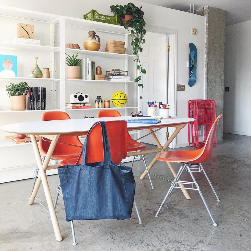 Deadlines, homework, or your next creative project – what's on the agenda today? Inspire the way you get things done at home with a few bright touches. We love seeing how Chester Ebona is using Herman Miller in this multipurpose space! https://t.co/r1ploUF1Ik #HMatHome https://t.co/O7tdY1NWlX