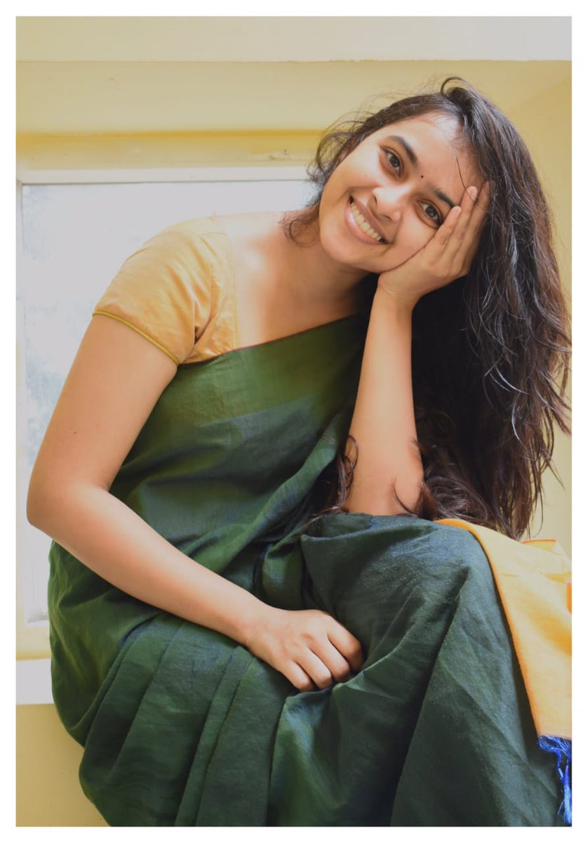 Here is sizzling and stunning Actress @SDsridivya arising with a lovely smile draped herself in the Colour of Nature.   #SriDivya  @spp_media @PRO_Priya https://t.co/aifAd8LXQg