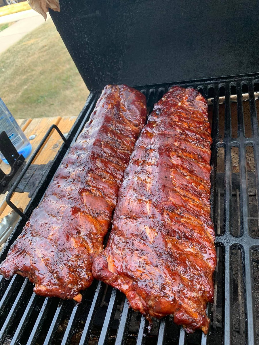 One of the bigger debates in BBQ is sauce vs. no sauce on ribs. Which side are you on?   📸 by Doug M on the Team Char-Griller Facebook Group  #teamchargriller #bbq #ribs https://t.co/hB9kMmgEsK