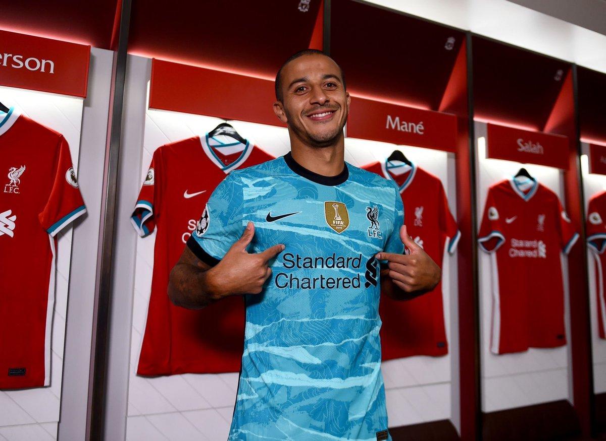 Liverpool signing Thiago 🇪🇸  United signing....🤣  #LFC #YNWA #ThiagoFriday https://t.co/kpyv7v7DAK