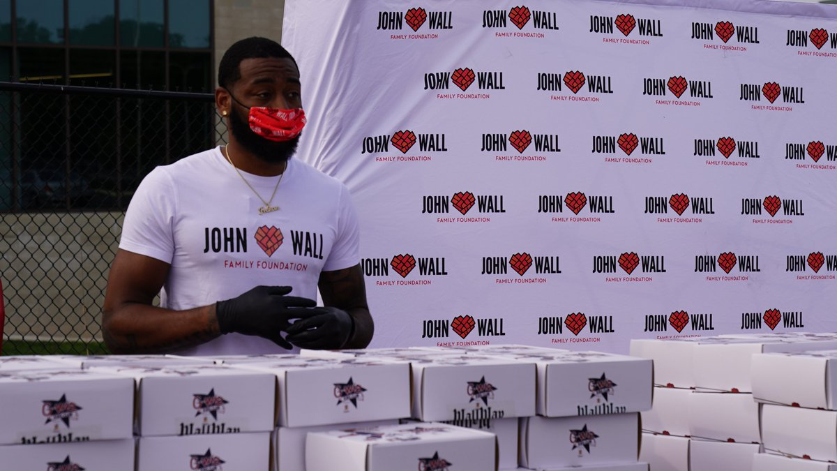 John Wall continues to make sure students have the supplies they need, hosting his 7th Annual Back-to-School Giveaway in D.C. and his hometown of Raleigh 👏📚 https://t.co/AMUOTuj3wm