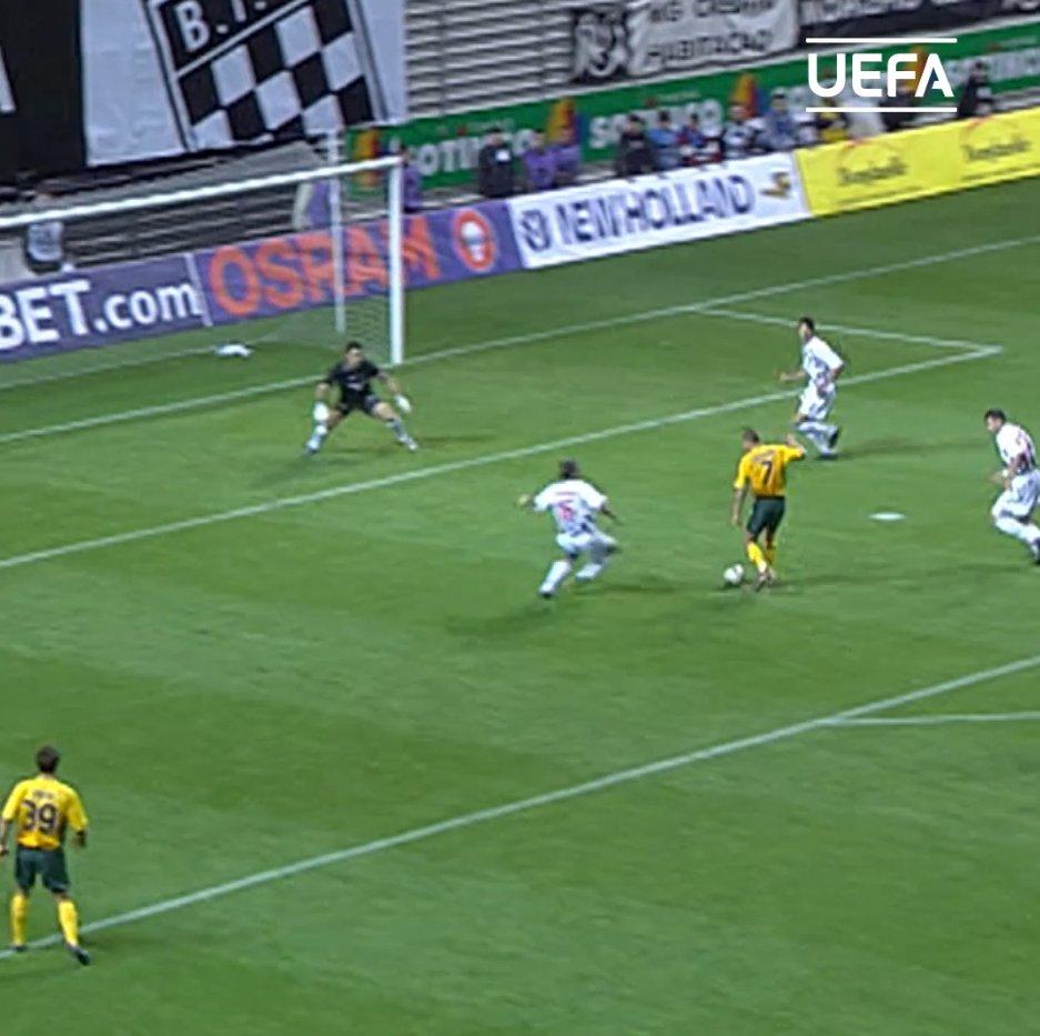 🔥 All-time UEFA Cup/#UEL top scorer 🔥  👕5⃣6⃣  ⚽️4⃣0⃣  Happy birthday, Henrik Larsson! 🎈 https://t.co/24x8Om4bSn