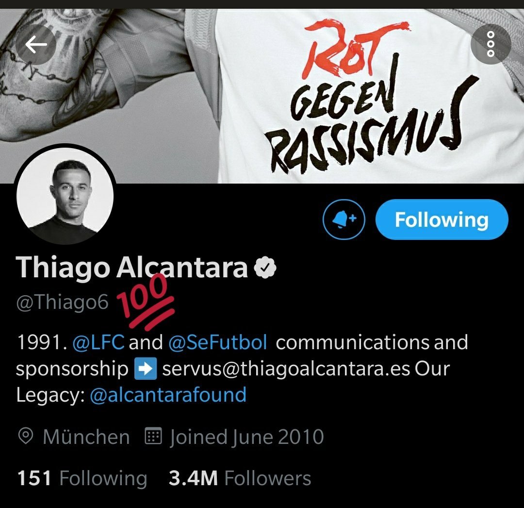 And he's changed it to @LFC now😍🔥 https://t.co/hsHPKe4vrC https://t.co/ouxHi8ODNp