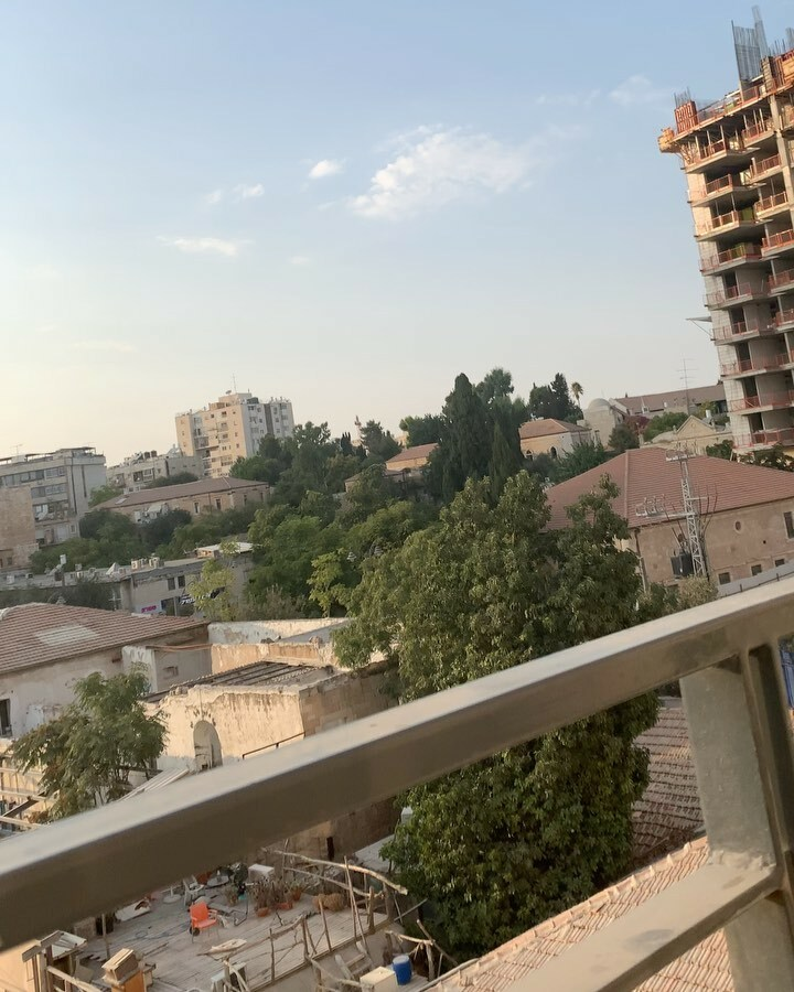 I've been really disappointed that corona has prevented me from partaking and truly emerging myself in the Jewish and Muslim cultural traditions while in Israel. However as I have my dinner on my balcony someone felt and understood my pain. Do you hear t… https://t.co/vFw6e7371R https://t.co/i5tJlAHyX3