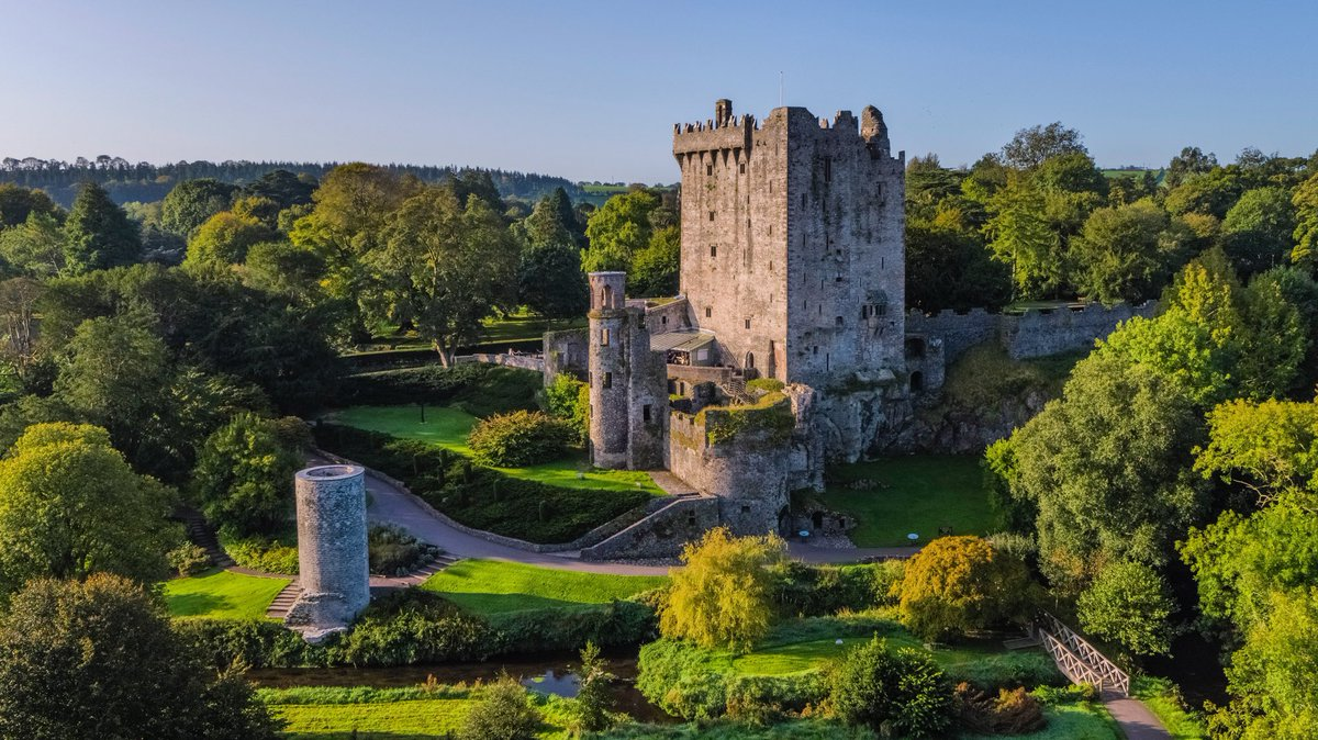 Fantastic walks,tranquil surrounds, beautiful gardens and glorious weather!The perfect combination for a visit to our attraction. To book tickets visit the link https://t.co/2TmqIK2wQE  Have a great weekend! #blarneycastleandgardens #purecorkwelcomes #purecork #makeabreakforit https://t.co/cuwCOYv66N