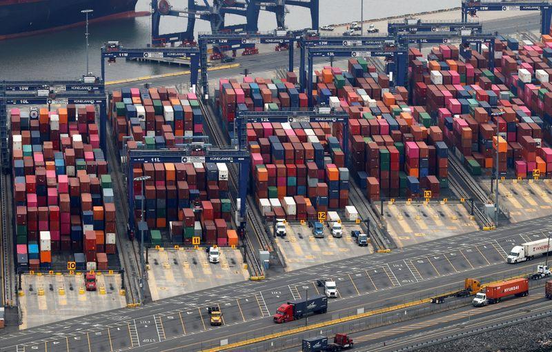 U.S. current account deficit jumps 52.9% as COVID-19 disrupts trade
