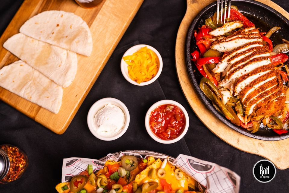Our sizzling Rail Chicken Fajitas and fully-loaded Rail Nachos make a great combo that is perfect for sharing. Tag the person you would like to share this with. We hope to see you both this weekend. https://t.co/nhcZvpVnTD #fajitas #chickenfajitas #nachos #cheese #SharingIsCaring https://t.co/L5pVc9Yzx2