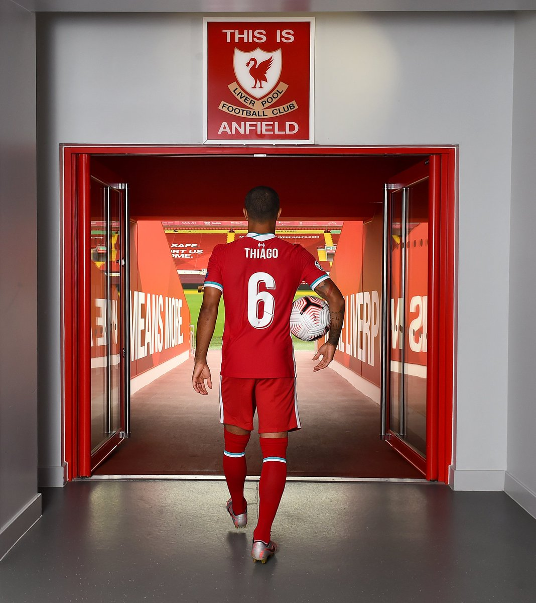 🤯📸 ¡@Thiago6 ya luce los colores del Liverpool!   Los 'Reds' llegarán hasta _________ en la Champions League la próxima temporada  #UCL https://t.co/GF4HsTzIel