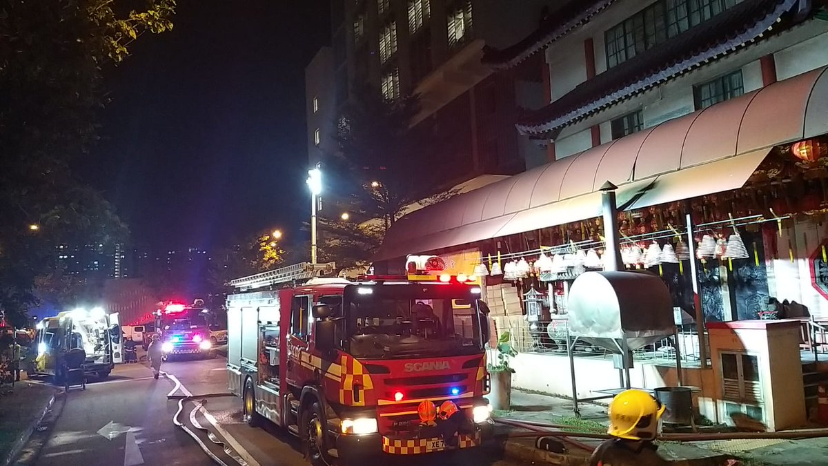 [Fire @ No. 28 Admiralty Street]  On 18 September 2020 at about 9.15pm, SCDF was alerted to a fire at No. 28 Admiralty Street.   Upon SCDF's arrival, the fire was well alight. The fire involved a 4-storey temple. SCDF utilised 5 water jets to penetrate and contain the fire. https://t.co/Pkdf34806X
