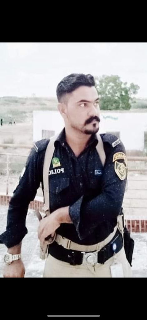 Another Madadgar of people & Lion of Karachi Police goes to his eternal abode. Salute to the young martyr. Police officer Arif Khan Martyred on 18 September 2020. https://t.co/Or3XabN6ul