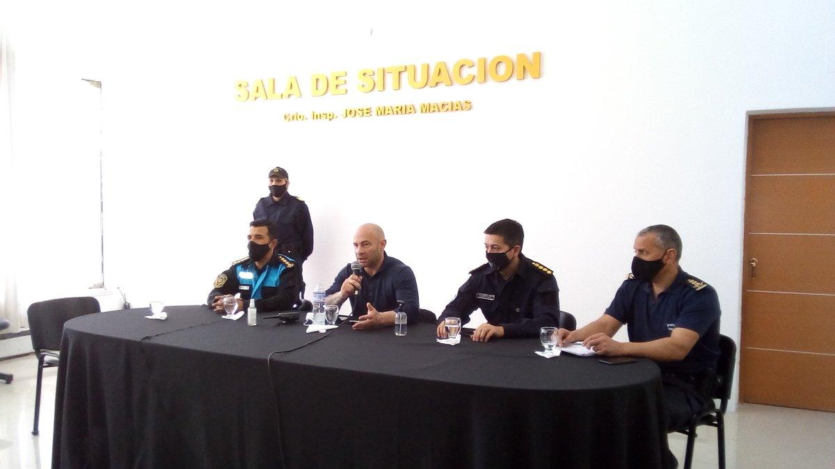 El ministro de Seguridad del Chubut, Federico Massoni, encabezó una conferencia de prensa para explicar como serán los controles estrictos durante los próximos 7 días. https://t.co/roK0QeilXS