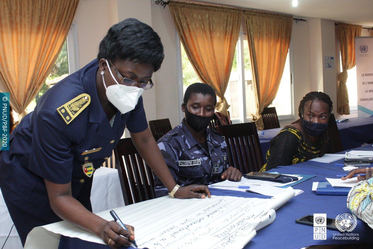 2ème jour de l'atelier des femmes médiatrices communautaires à #Atakpamé, des activités identifiées, des plans d'action élaborés et adoptés, #womenengaged    @WanepTogo @PnudTogo @UN_Togo @DamienMama  @aliouMdia @mediaTogo1 @ONUFemmes @YawaKouigan @UNPeacebuilding @MAFrancheUN https://t.co/EtR1tBjTZP