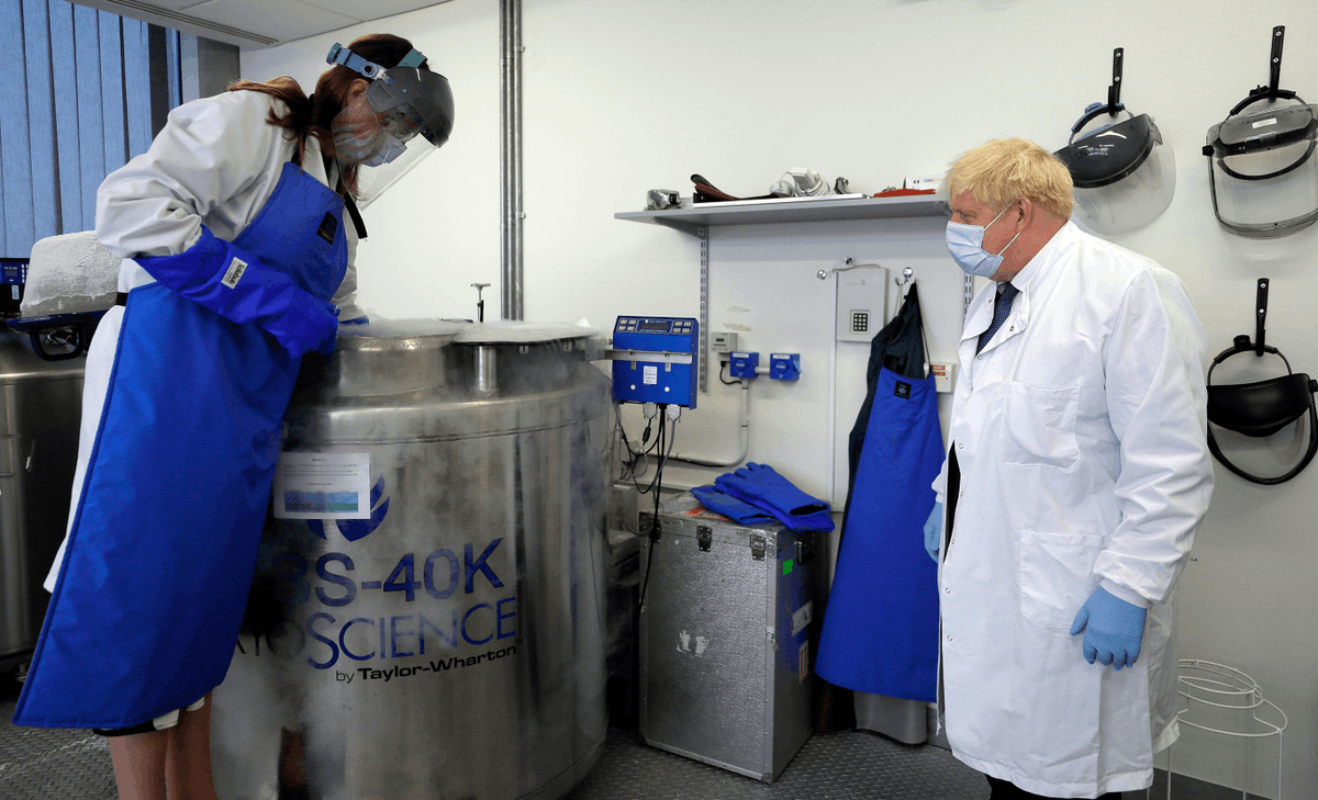 The Prime Minister met our teams working on ongoing #COVID19 research today, to discuss the latest vaccine developments & praised their 'herculean' efforts, including their around-the-clock work to analyse samples from trial volunteers. Latest: https://t.co/s9zNRXzG5T 📸AP Photo https://t.co/ArfPKFlam6
