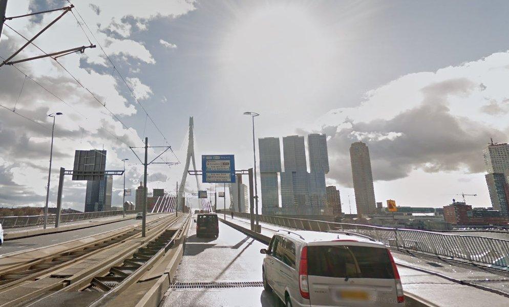 🌉🕐   Gewijzigde openingstijden door het herstelwerk op de #Erasmusbrug. De brug is a.s. maandag eenmalig van 01.00 tot 03.00 uur dicht voor al het wegverkeer. Daarna voorlopig iedere maandag-, woensdag- en vrijdagnacht van 01.00 tot 02.00 uur. Bij updates hoor je het van ons! https://t.co/Yyyw85CdBu