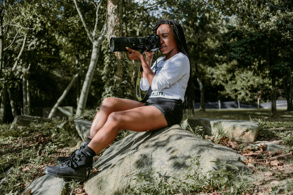 """Where are my fellow shorties? I'm 5'1"""" but get told that I look taller in pictures a lot. Here's a shot that I think shows me in true proportion. It's the legs for me lol. #BlackNaturePhotographers #BlackInNature #BlackWomenBirdToo https://t.co/yOspEuy8Ve"""