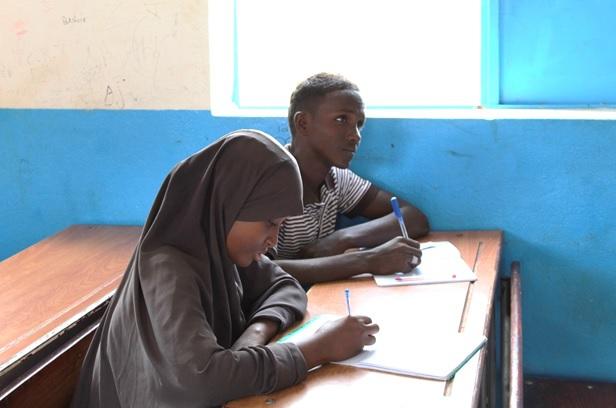 É oficial! O Presidente do Djibouti 🇩🇯 assinou um decreto que garante que refugiados possam obter um diploma de ensino médio, garantindo que eles possam seguir suas carreiras acadêmicas em universidades!  Obrigado, Djibouti! https://t.co/TFIRuU5drS