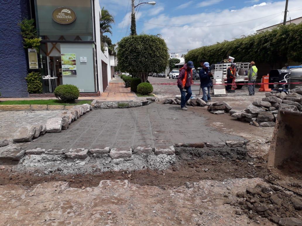 🚧 Continuamos atendiendo las calles de la cuidad y sus delegaciones ahora con la colocación de adoquín en la calle Cuauhtémoc esq. Nicolas Fernando Torres. La construcción de una nueva ciudad, ¡esta en marcha!.  #SanLuisSuenaFuerte #SLP https://t.co/FPfQiJDiEv