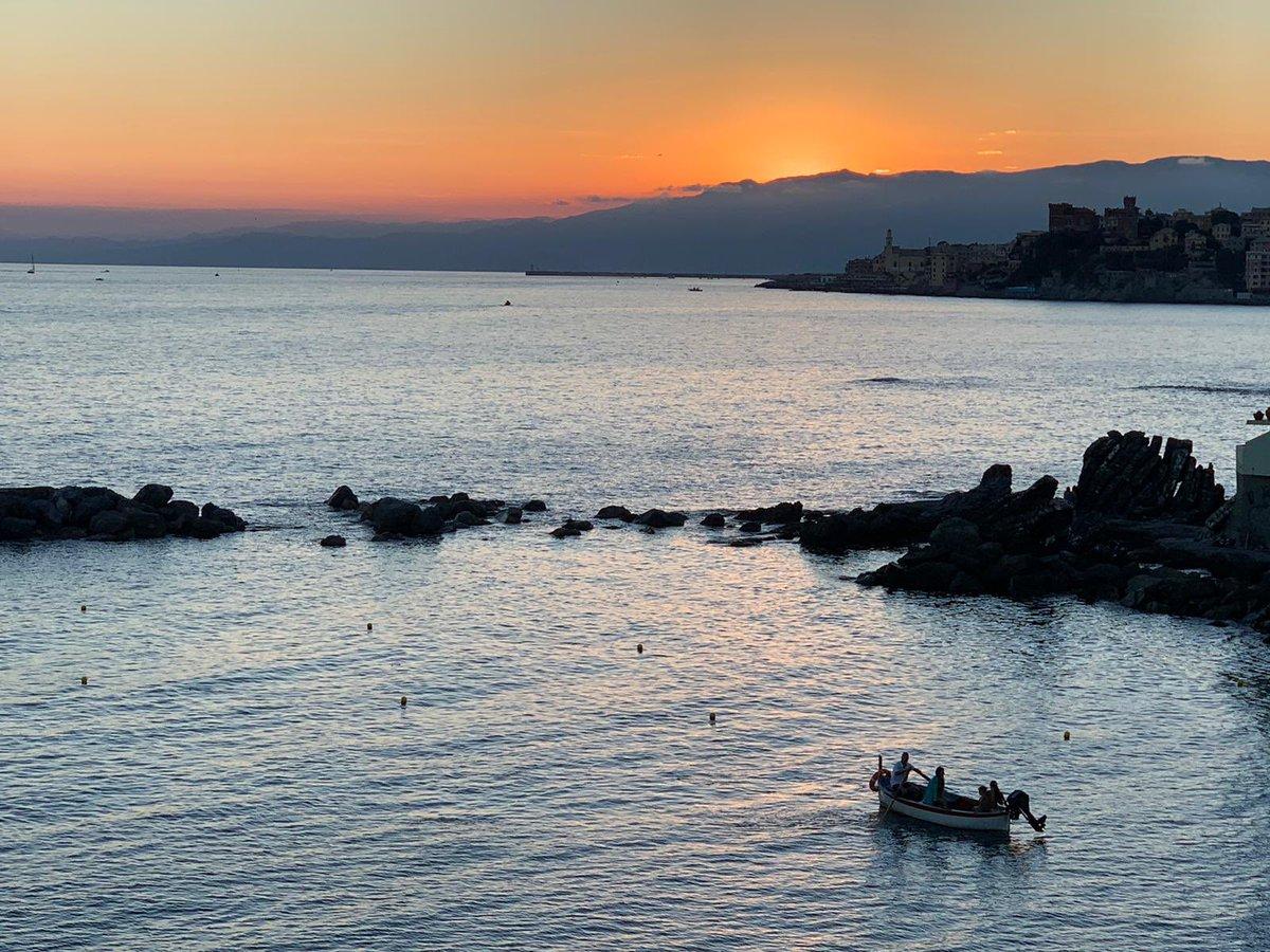 🌇Tramonto in città #mare #amoLiguria #nofilter #settembre https://t.co/YQwCsz5ijP