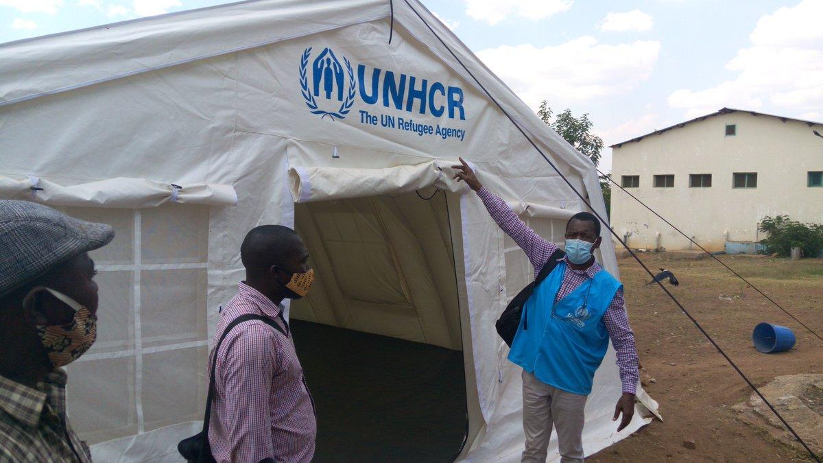 O ACNUR segue apoiando as autoridades de Nampula, Moçambique, para proteger refugiados da #COVID19  Instalamos tendas médicas para serem usadas no centros de isolamento no campo de Maratane. https://t.co/93rfR7h5K3