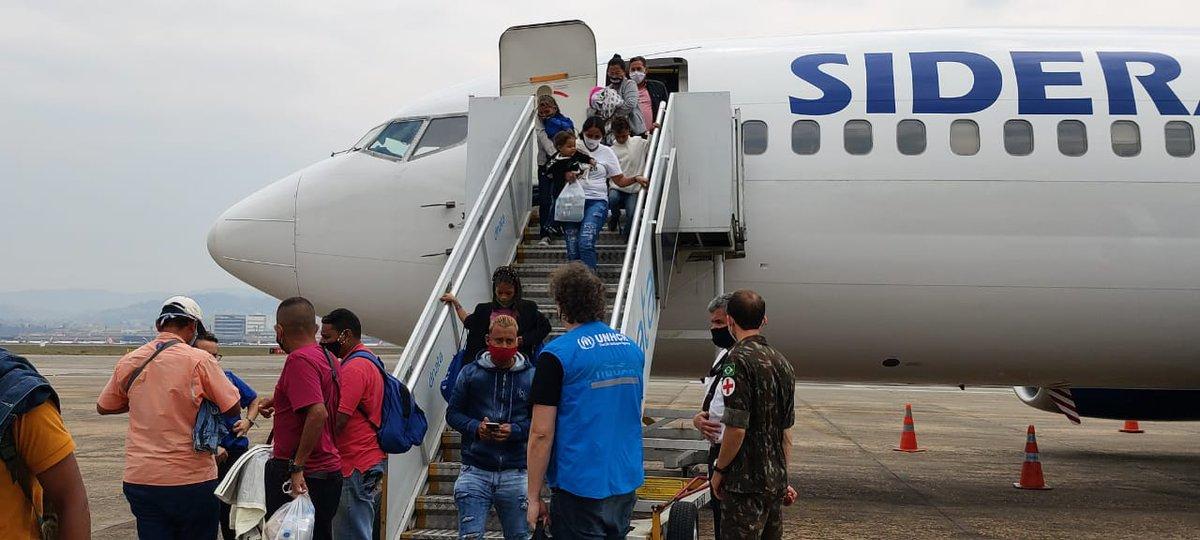 Mais de 100 pessoas tiveram um novo recomeço hoje: ✈️ venezuelanos e venezuelanas desembarcaram em São Paulo após serem interiorizados de Boa Vista, em Roraima.  Nós estávamos lá quando eles chegaram na fronteira, e estamos aqui para recebê-los nessa nova fase. 💙 https://t.co/m1ymXawNA8