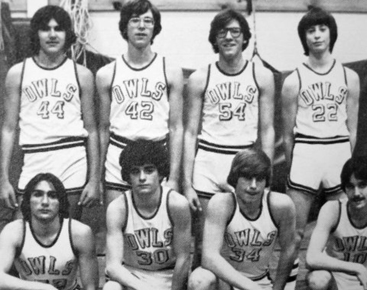 The legendary James Gandolfini would've turned 59 today. Here's a few throwbacks from his HS basketball days at Park Ridge HS in New Jersey where he graduated in 1979. The makings of a varsity athlete! 📸