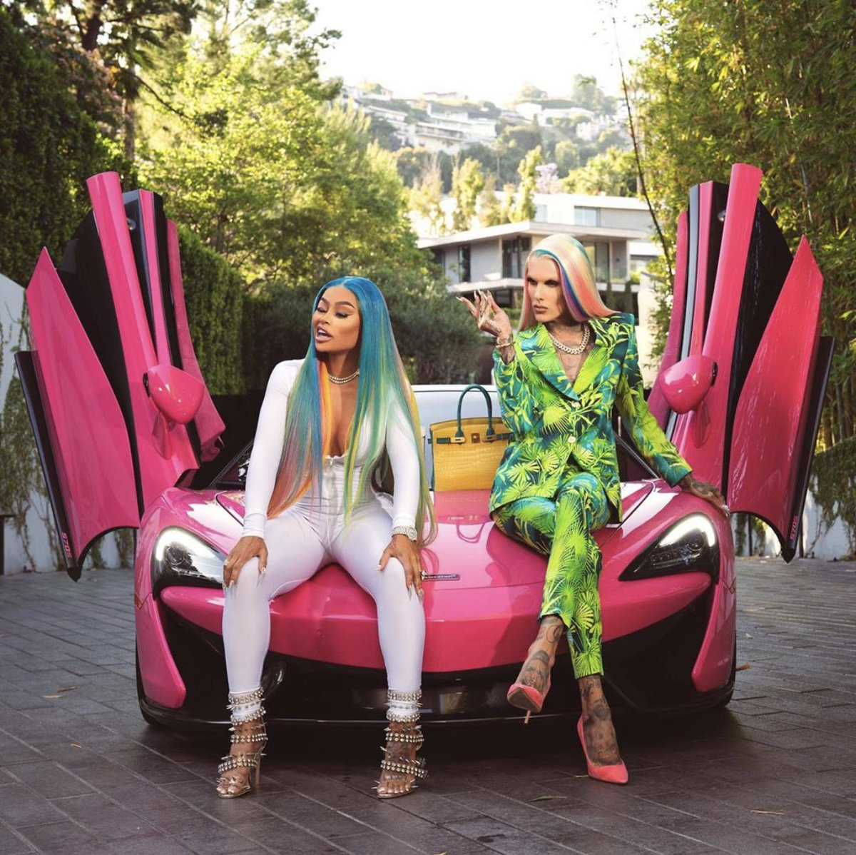 Brought out the pink McLaren just to race with @BLACCHYNA 🏁💖 https://t.co/r427uhlpdI