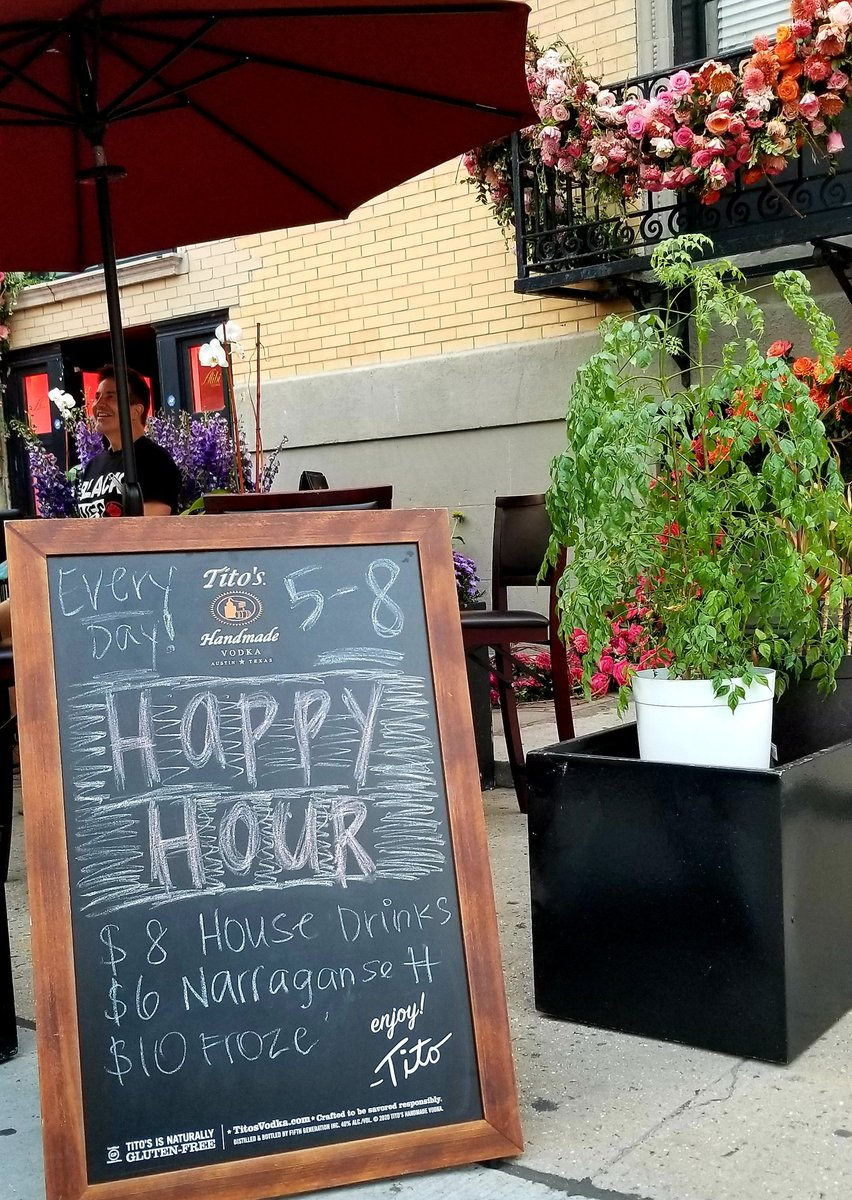 Happy Hour is on at @lounge_alibi everyday 5PM-8PM https://t.co/OfUzKbslsf