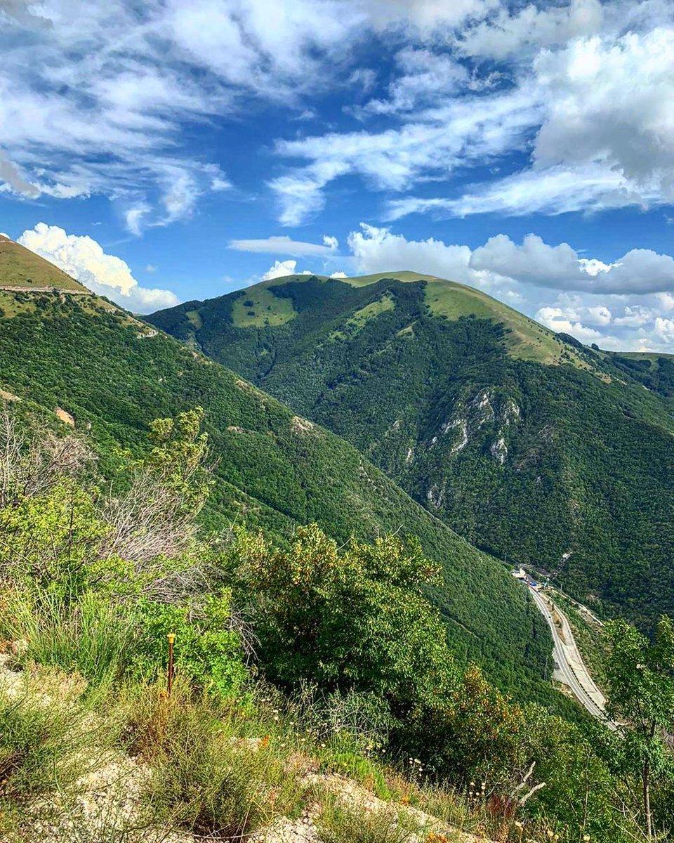 I #MontiSibillini a chi ama il #trekking offrono il giusto sentiero per escursionisti esperti e famiglie con bimbi.Potete ammirare camosci, caprioli, cervi, volpi, aquile e falchi che li abitano indisturbati https://t.co/XfbKRd7NIm Ph emiliano_experiences_viaggi #umbriacuoreverde https://t.co/edk4es3QtQ