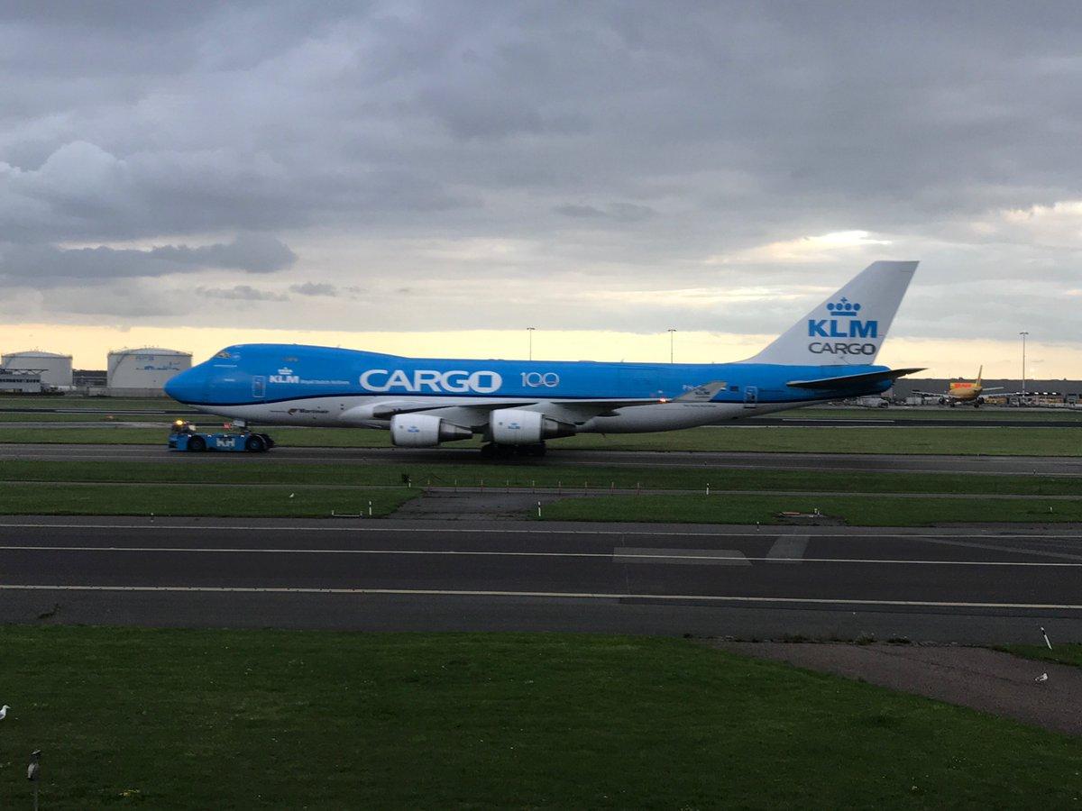 {Flight Review} On continue entre Amsterdam et Cracovie avec @CAPOUNE94 et Thomas sur ce vol @KLM en Business Class. Un vol qui fait le job à lire ici: https://t.co/hkMee2y9jh  #avgeek #paxex #voyage #travel #lifestyle #embraer #business https://t.co/C6nkIVlnkq
