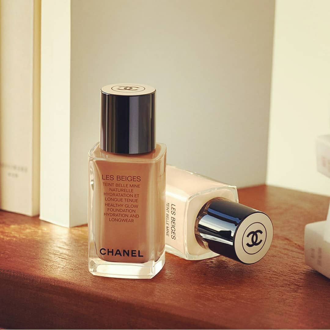Loving @CHANEL❤New HEALTHY GLOW FOUNDATION HYDRATION AND LONGWEAR. An imperceptable texture a natural and luminous result.Hydrates and protects. Longwear. See the LES BEIGES HEALTHY GLOW FOUNDATION HYDRATION AND LONGWEAR available in 35 shades https://t.co/gNb6QVxqgB. ❤💕💙💜 https://t.co/NpbH9rGW8U