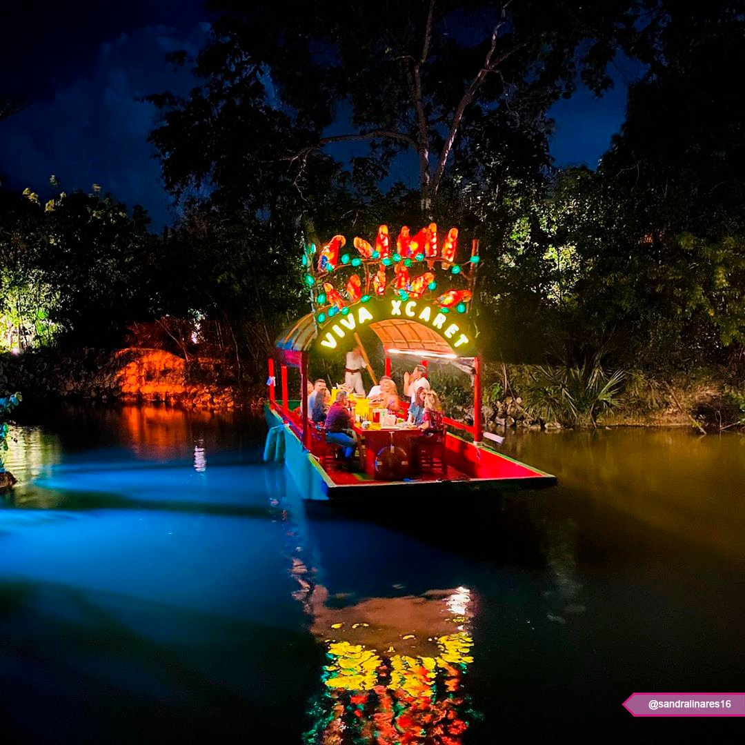 "⚪ Visiting @XcaretPark 🍃🦜❤️ 🔘 Partying on-board ""Viva Xcaret"" https://t.co/hTwzPtIjAq"