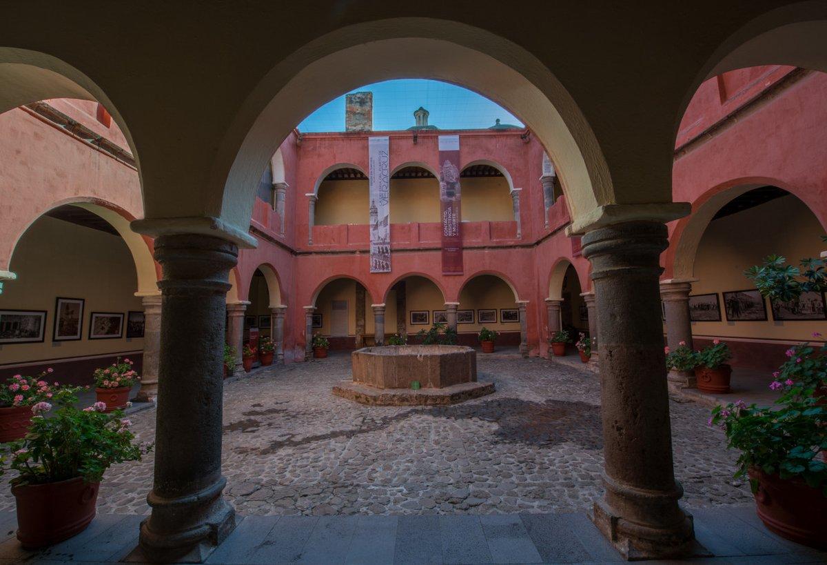 ¡El Museo Regional de #Tlaxcala reabrió sus puertas!   Prepara tu visita y conoce el primer convento que se construyó tras la llegada de los españoles. En su colección encontrarás pinturas y cerámica de las épocas prehispánica y novohispana. #VolerAVerte   #DomingoDeMuseos 🏛️🥰 https://t.co/9li65WcbUC