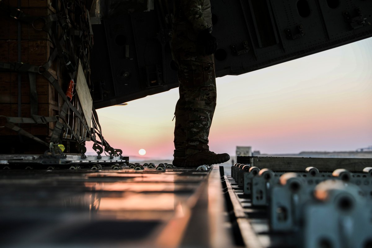 The more than 120,000 @US_TRANSCOM joint force doesn't slow down after #sunset. Deployed @usairforce&@USArmy service members deliver @CJTFOIR supplies throughout #Iraq and #Syria. #Togetherwedeliver #FridayFeeling @TeamCharleston @AirMobilityCmd @CENTCOM @usarmycentral @USAFCENT https://t.co/QcqgcAZ2mo